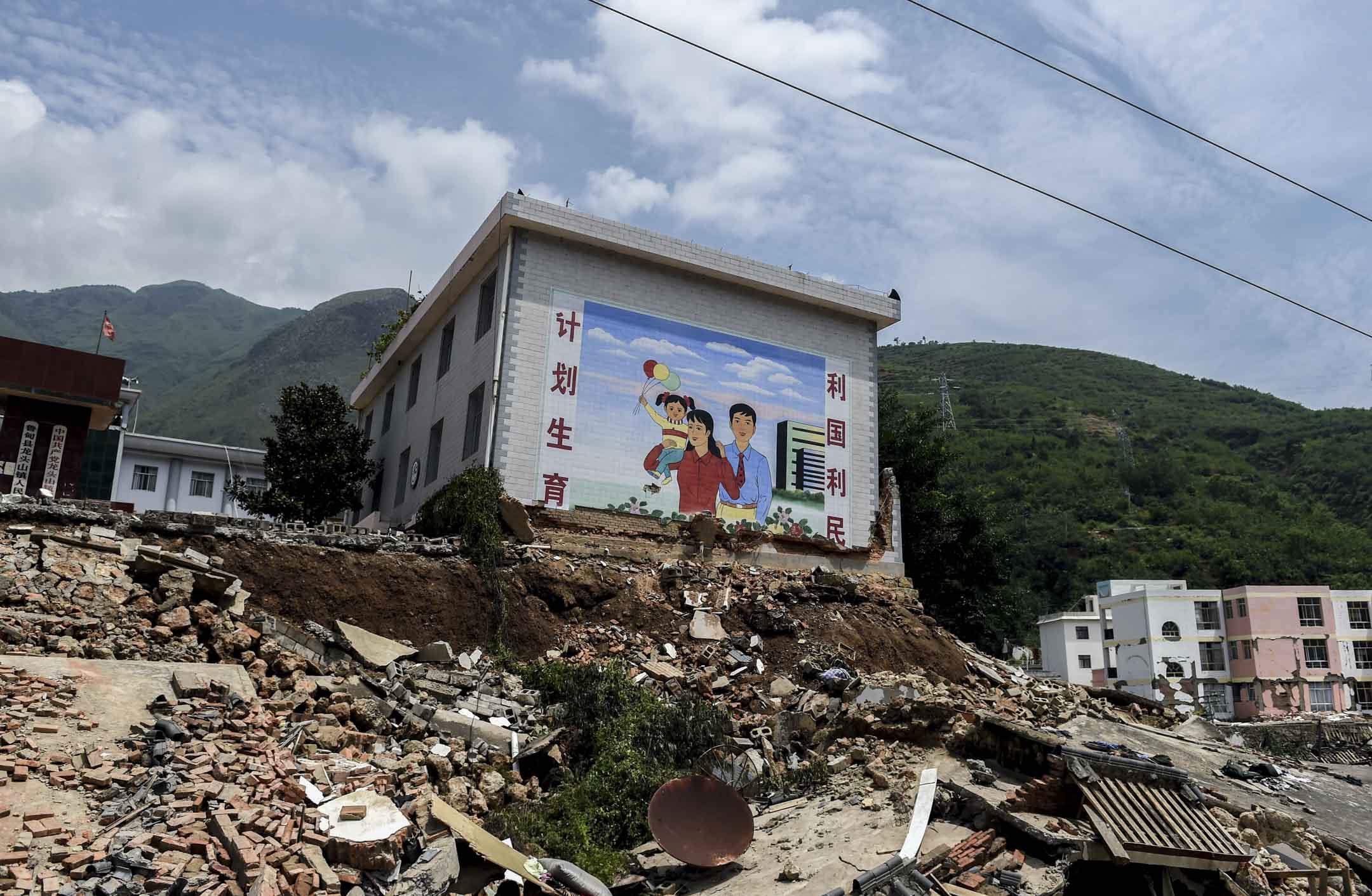 2016年1月1日,中國開始實行全面二孩政策。政策掉頭的同時,全國近八百萬計生人員也開始艱難轉型,從不許生育、變成求人生育。 攝:Greg Baker/AFP/Getty Images