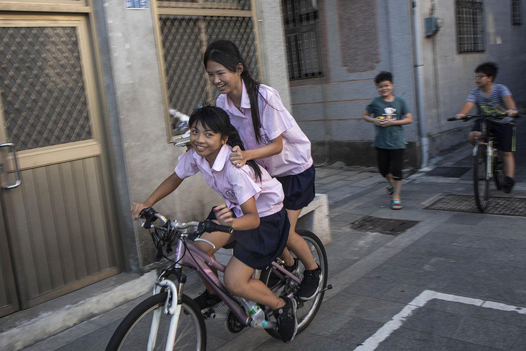 《經濟學人》指長暑假不利於孩子學習。圖為台灣金門暑假中的學生。 攝:陳焯煇/端傳媒