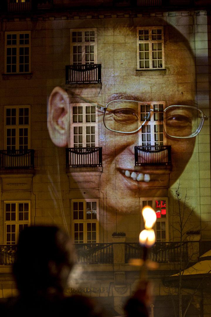 2010年12月10日,挪威奧斯陸市政廳舉行的諾貝爾和平獎頒獎典禮當天,來自世界各地的數百名示威在奧斯陸的街頭舉行火炬遊行,並把劉曉波的巨幅頭像投映在奧斯陸大酒店的正門外牆。