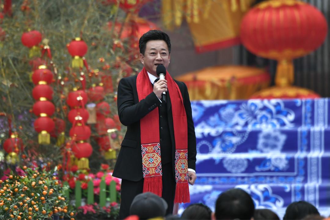 2018年2月14日,朱軍主持中央電視台綜藝頻道(CCTV-3)大型賀歲文藝節目《東西南北賀新春》。 攝:Imagine China