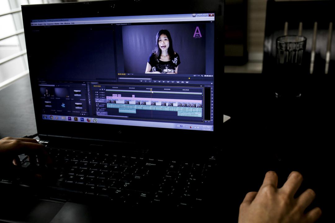 Catherine Harry 現為一位專職 Vlogger,她透過經營粉絲專頁 A Dose Of Cath,以影片形式大膽地談論禁忌話題,從處女說到墮胎、從手交聊到經期,小至該不該和另一半看A片,大至討論柬埔寨傳統文化與性別平等的衝突。