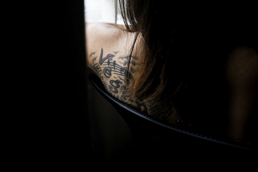 左肩上的刺青 Vegan。