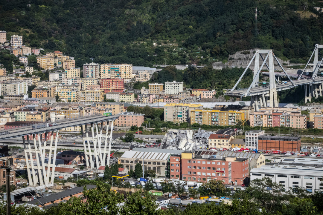 2018年8月14日,意大利熱那亞市一座高架橋發生坍塌事故,造成數十人死傷。 攝:Fabio Palli/Getty Images