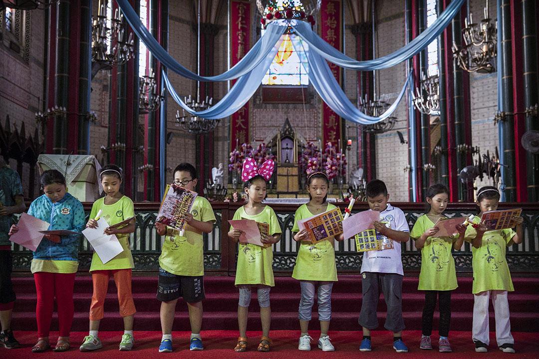 回顧中共建國後,教廷雖堅持反共立場,但卻一直尋求與中共政權溝通及建立關係。圖爲北京的地上教會。