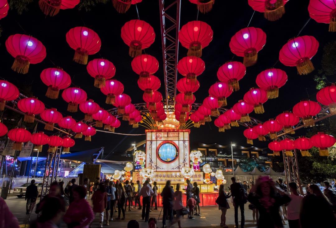 中國是澳大利亞四大移民來源國之一。根據2016年的最新全國人口普查,澳大利亞人中具有中國血統的人超過121萬人。