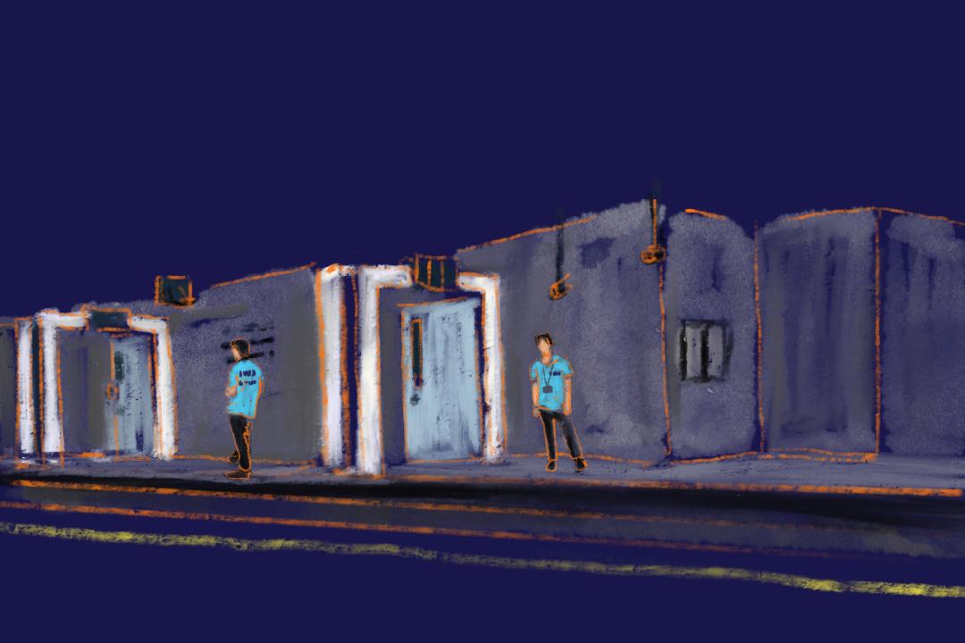 每個月台首尾加起來有4道白色門,其中有三道門在月台尾,以防有人越過這道門經路軌非法入境,穿藍衣的車務助理的責任之一,就是看守這些白色門。