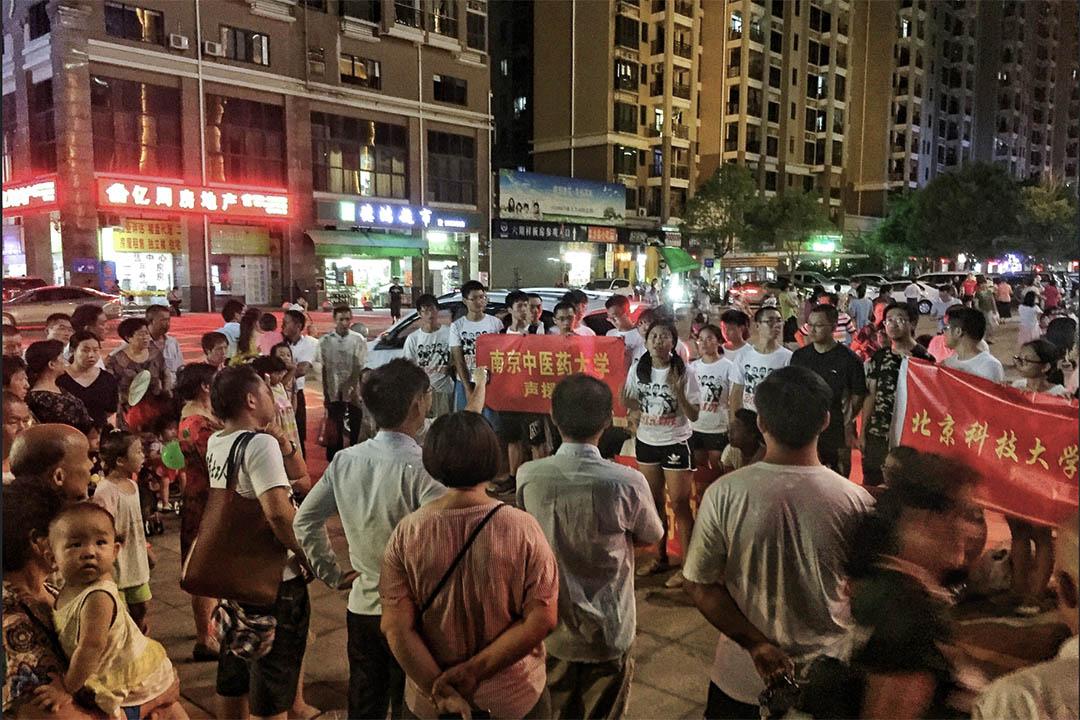 2018年8月14日來自北大,南大,北語,北科,南中醫,和湖南高校的新成員到達深圳,與佳士工人聲援團在街上宣傳理念。