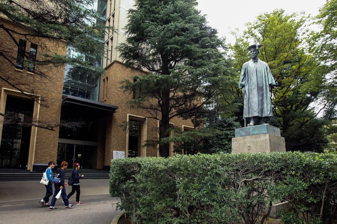 日本86所國立大學之中,貧困化以及條件差距日益懸殊的問題,令到不少地方上的國立大學,資源不斷被削減,教研人材無處容身。圖為日本早稻田大學。