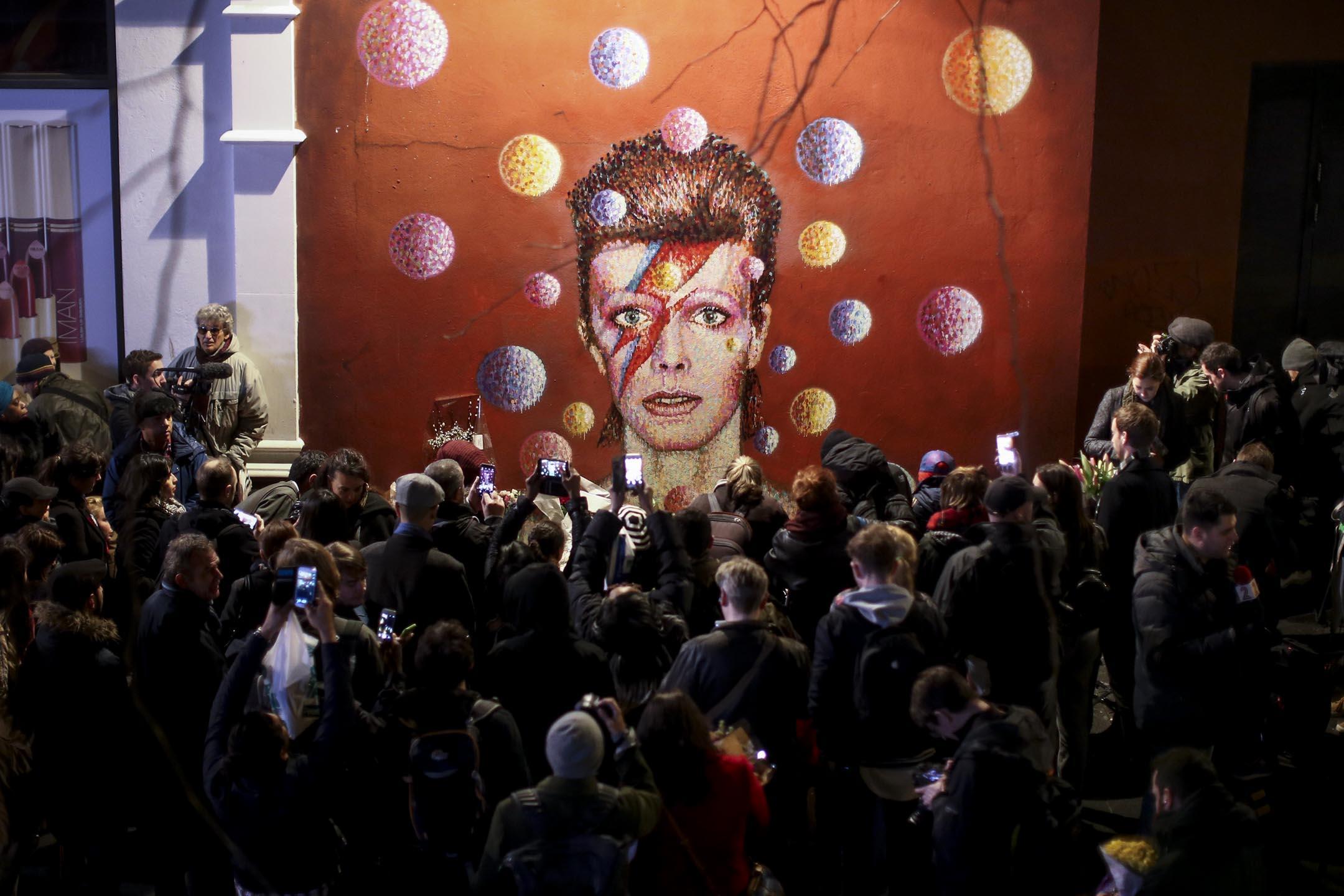 2016年1月10日,英國傳奇搖滾樂手大衞寶兒(David Bowie)因癌症病逝,享年69歲。 攝:Carl Court/Getty Images
