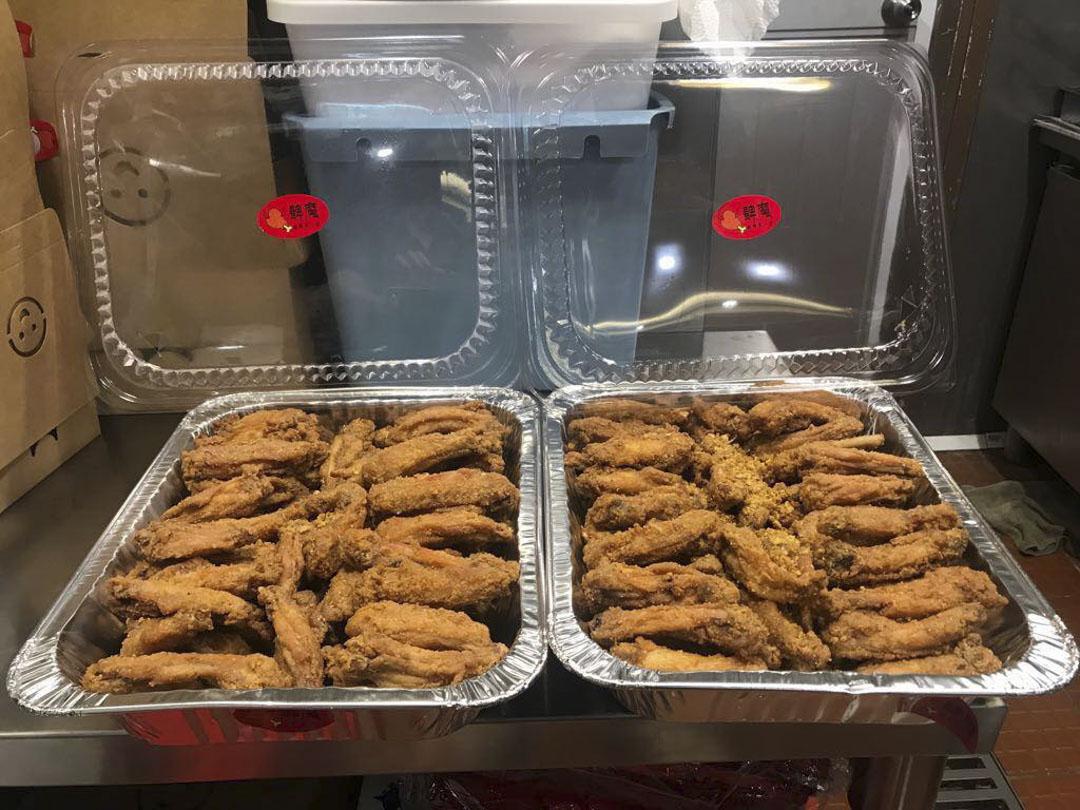 科大學生會向髀魔店拉來200隻雞翅的贊助,但迎新營幹事臨時取消訂單,沒有向店主再進一步交代原因,使到店方極為不滿。
