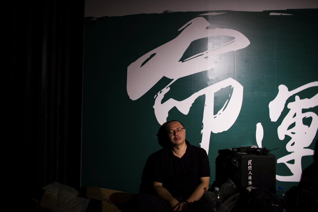 2014年9月28日凌晨,戴耀廷在台上宣佈「佔領中環」正式啟動。