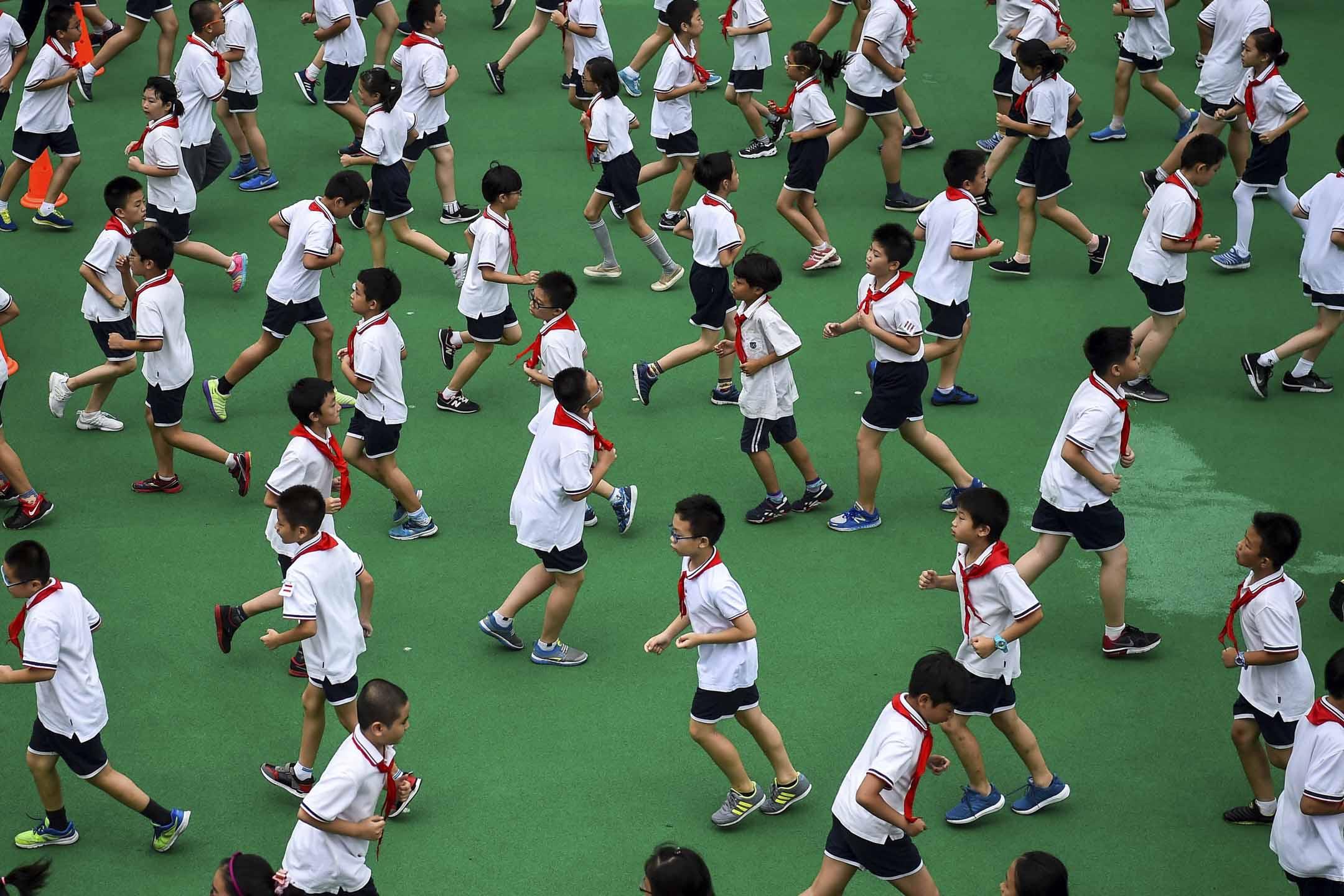 王蓉意識中國人對教育的焦慮、糾結和不滿。2017年,她與同事們在中國29個省份353個縣共計四萬餘戶家庭中進行調查、統計,並調研中國多種類型的教學機構,在2018年夏天出版《中國教育新業態發展報告》。試圖以數字來回答,教育的供需矛盾和根本症結所在。 攝:Chandan Khanna/AFP/Getty Images