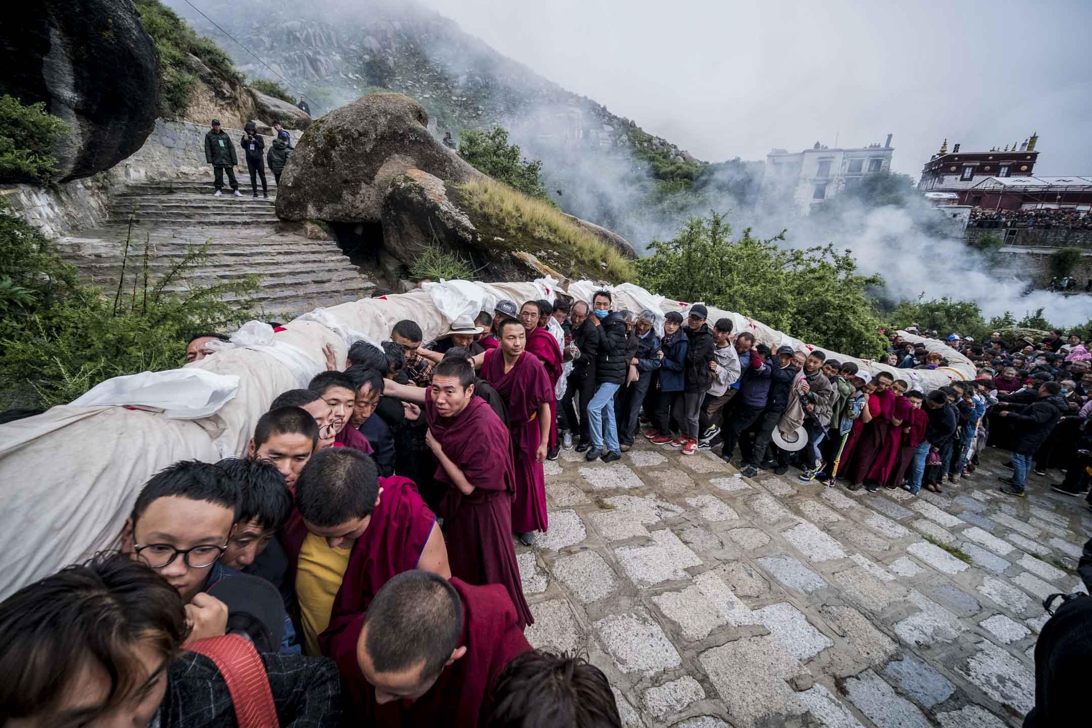 2018年8月11日,拉薩哲蚌寺舉行的雪頓節,吸引了來自世界各地的數十萬朝聖者和信徒。 攝:He Penglei/China News Service/VCG