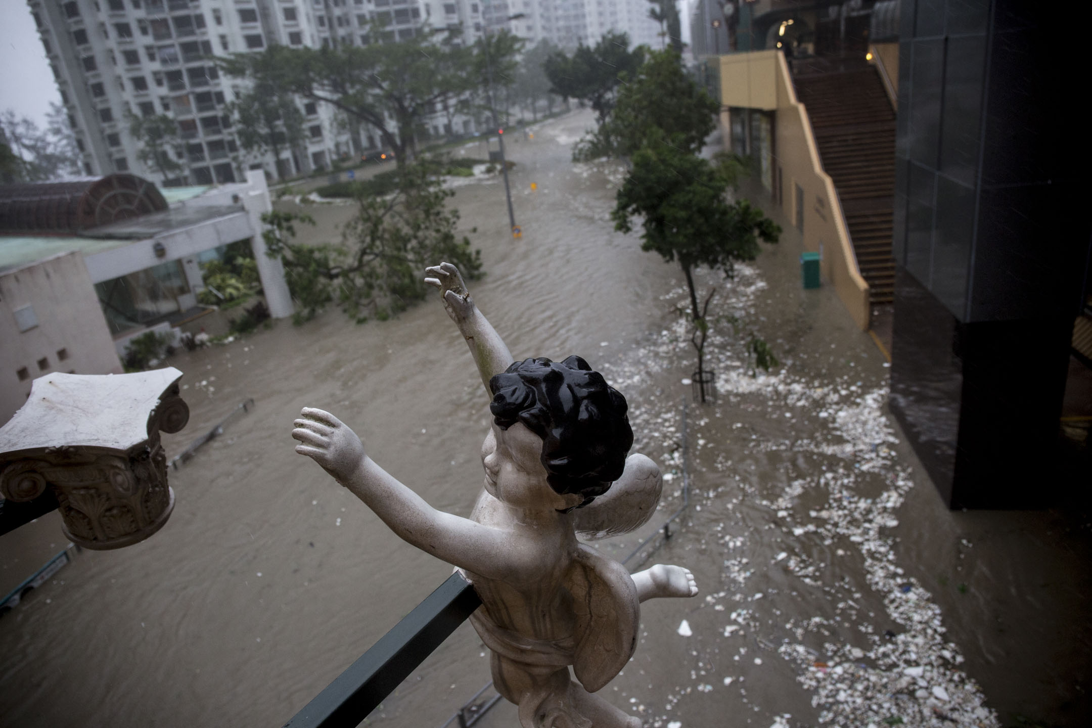 2018年9月16日,超強颱風「山竹」吹襲香港,杏花邨住宅區完全被水淹沒。