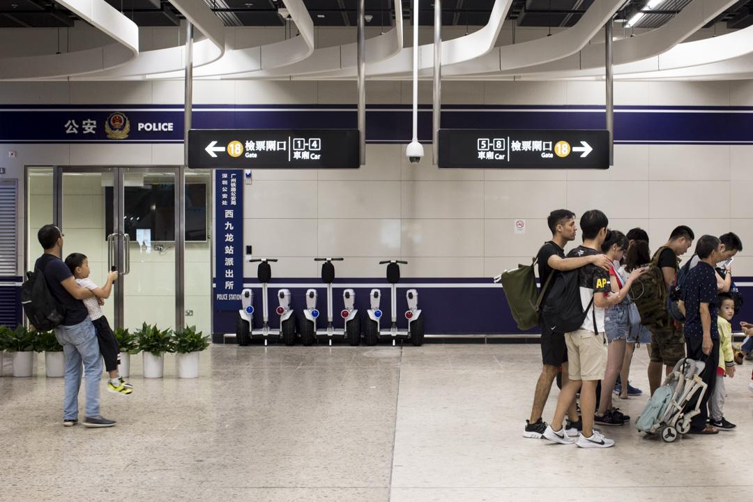 香港西九龍高鐵站內的公安派出所。 攝:林振東/端傳媒