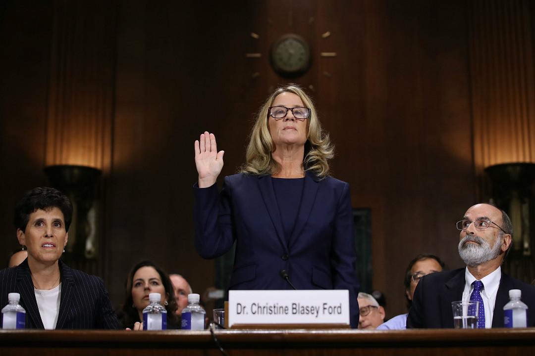2018年9月28日,指控大法官提名人卡瓦諾(Brett Kavanaugh)性侵的美國加州教授福特(Christine Blasey Ford)出席國會參議院聽證會。 攝:Win McNamee/Getty Images