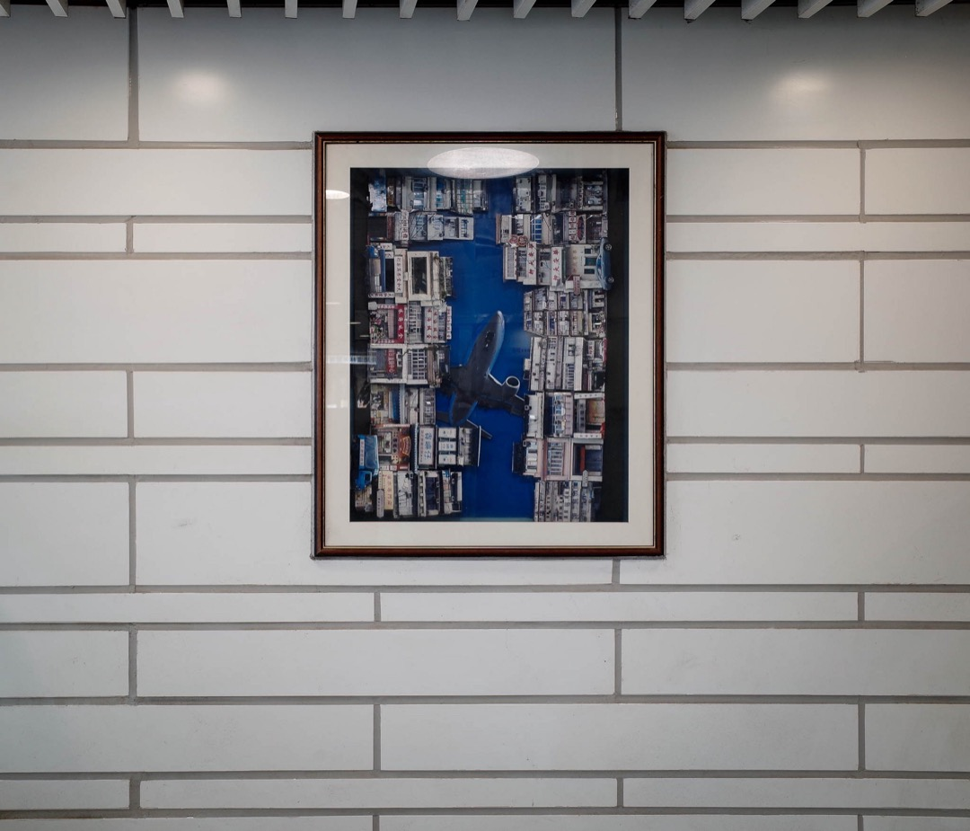 德朗邨商場內掛上的一幅藝術畫。 攝影:Brian Lee