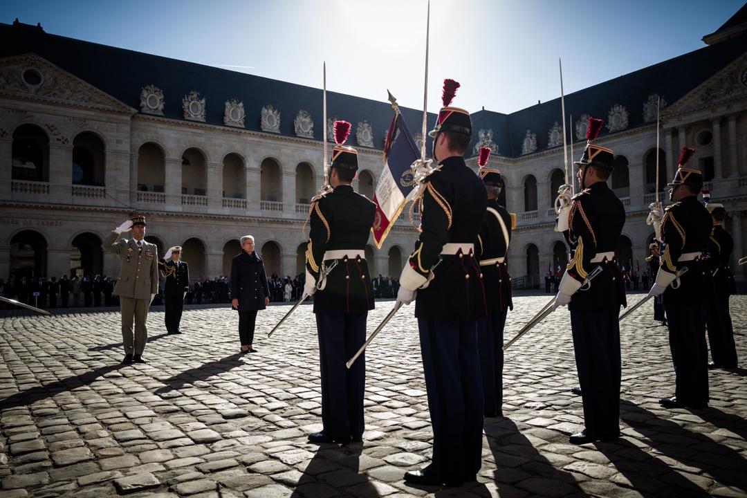 哈基人(Harki),即戰時支持法軍的阿國穆斯林,他們大多數在戰後被拋棄,20餘萬人中僅8萬多成功到達法國。法國前總統希拉克終於在2001年將每年的9月25日定為「哈基人紀念日」。圖為法國國防部國務秘書達里厄塞克,出席2018年的紀念日。