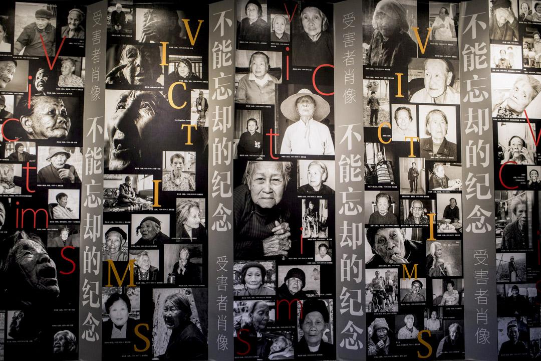 2017年2月1日,上海博物館牆上展出「慰安婦」的人物肖像,讓觀者直視受害者。