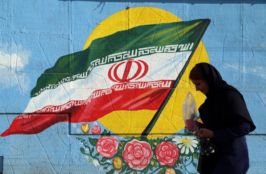 更令伊朗對特朗普政府高度懷疑的是,華府政策圈一直有強烈主張推翻伊斯蘭共和國的人士,而這些人現在就在當前特朗普決策圈當中,又如何相信特朗普內閣是真心談判還是另有所圖?圖為2017年1月16日伊朗慶祝伊朗核協議(JCPOA)一週年。