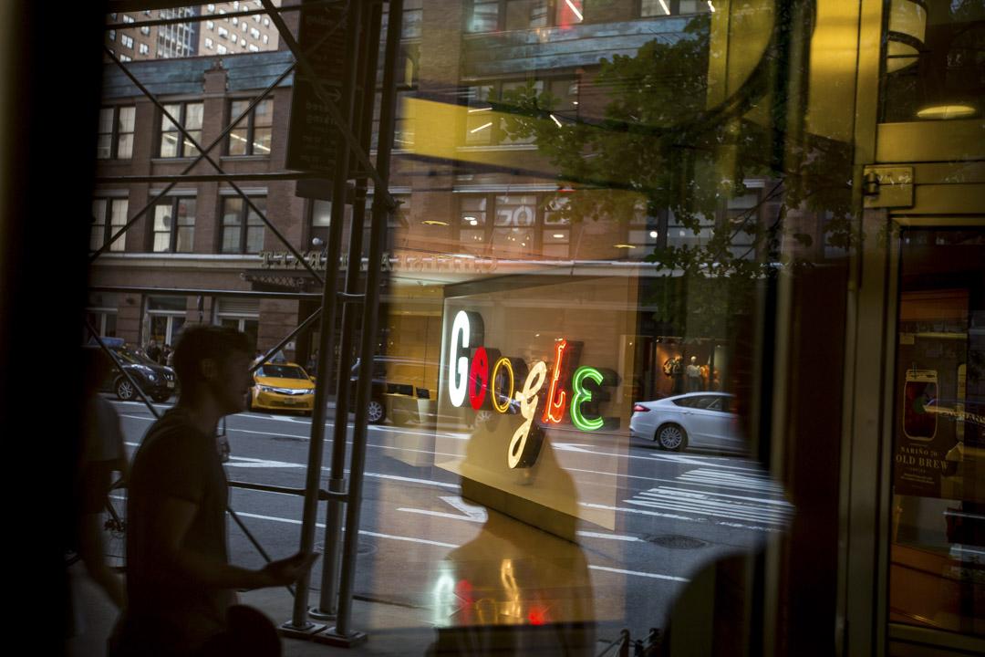 Google傳出將重返中國市場,新的搜尋引擎或將具有自我審查機制,能夠過濾掉中國政府禁止的網站與敏感訊息。