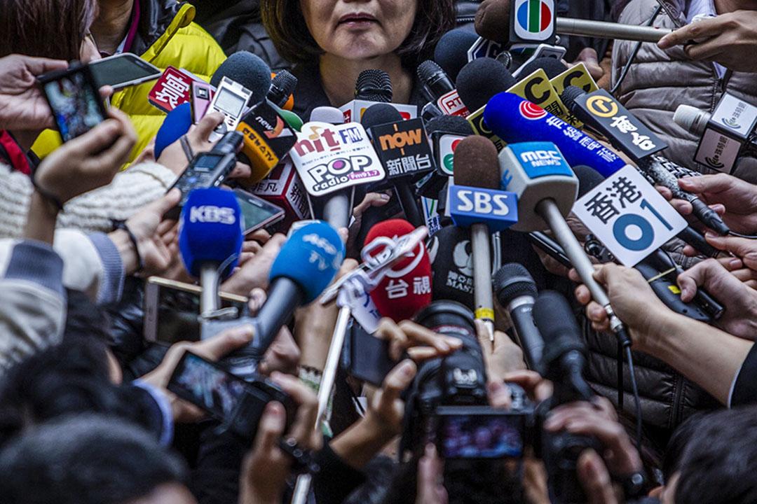 身為媒體工作者,對粗劣的即時新聞的痛惡程度應該不亞於一般公眾。但粗劣的即時新聞是表象,底層的問題是媒體市場秩序的失衡。 攝:Ulet Ifansasti/Getty Images