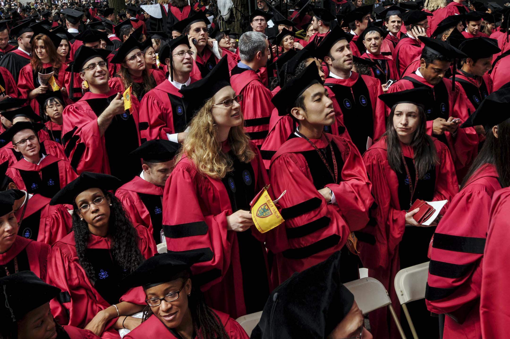 近二十多年來,亞裔美國人的數量急劇增長,「亞裔效應」連同其他多種因素,正在深刻改變美國「自由放任」的校園文化。
