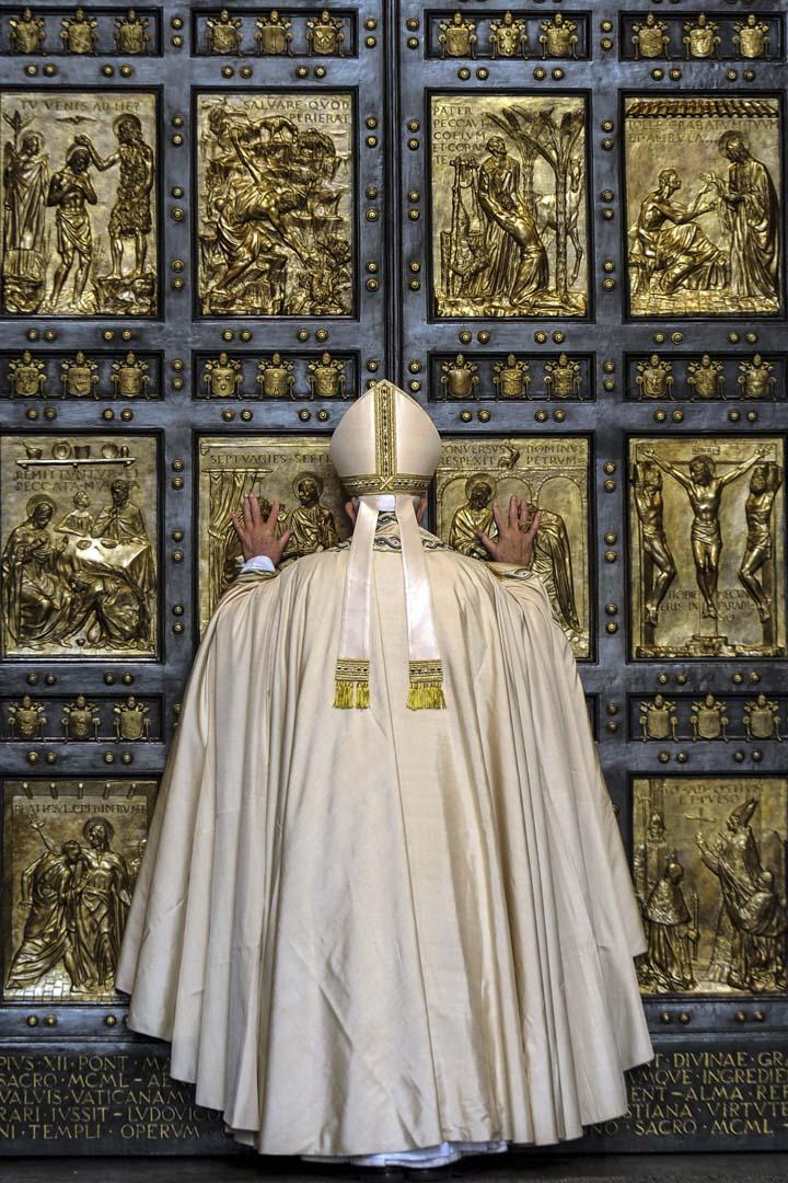 梵蒂岡不僅是個主權國家,而且教宗是全球將近13億天主教徒的精神領袖,積累了兩千年的宗教資本非常雄厚。
