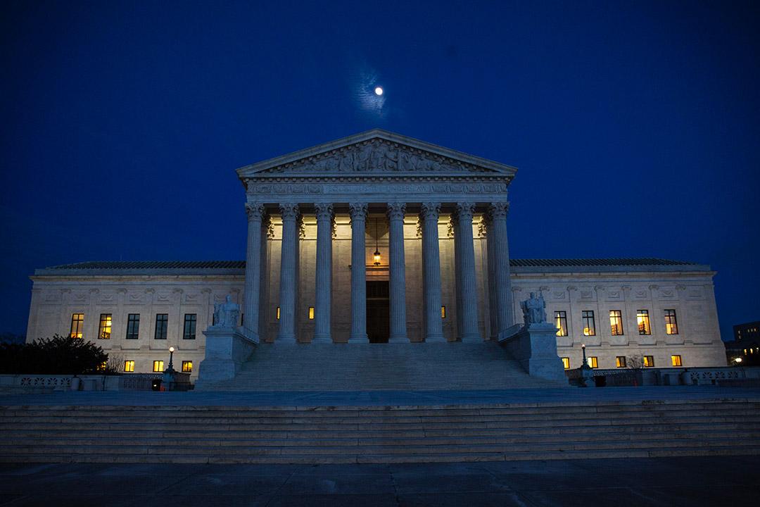 法院在不同國家的政局當中扮演的角色不盡相同,這些差異可以歸因於司法體制以及政治部門與司法部門長期以來的互動結果。 攝:Zach Gibson/AFP via Getty Images
