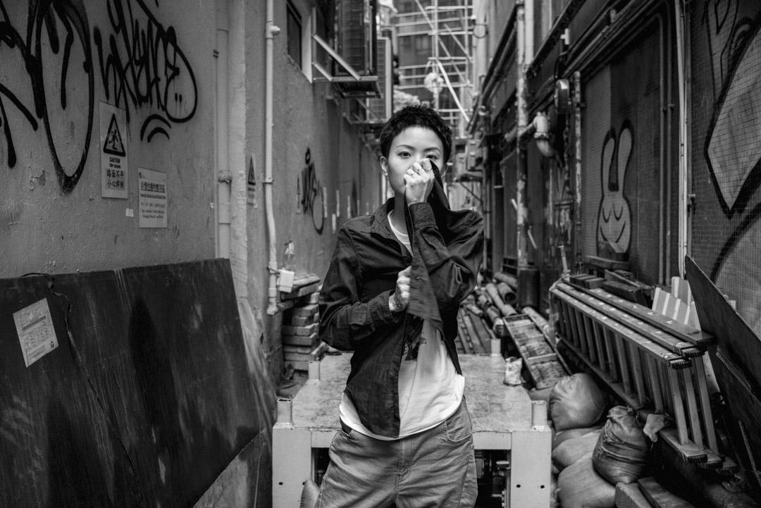 2018年8月5日,香港歌手盧凱彤(Ellen Joyce Loo)墜樓離世,年僅32歲。