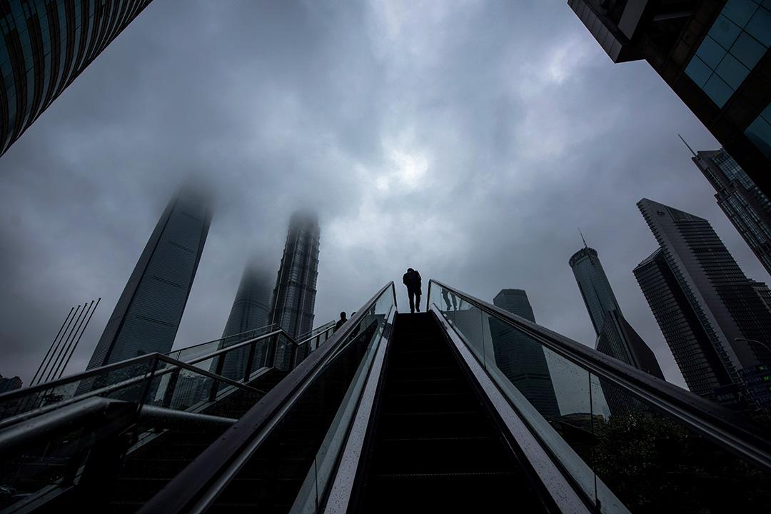 P2P在中國的發展,本就是一個令人難以理解的歷程。圖為上海陸家嘴金融區。 攝:Johannes Eisele/AFP via Getty Images