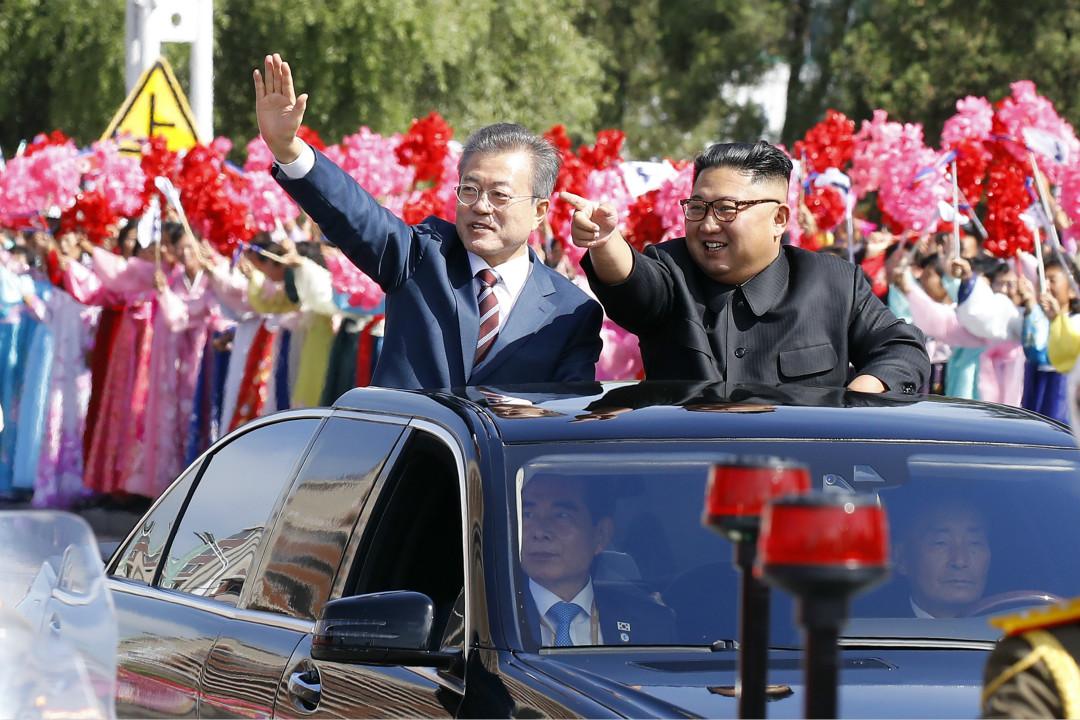 2018年9月18日,南韓總統文在寅訪問北韓,北韓最高領袖金正恩迎接。 攝:Getty Images