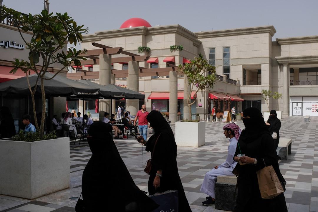 前段時間沙特解放女性權益的改革步伐邁得太大,遭保守勢力觸底反彈。加拿大指責沙特後,沙特隨即強硬應對,恐怕也是為了將國內矛盾轉化為外交糾紛,以減輕王室和政府的壓力。 攝:Sean Gallup/Getty Images