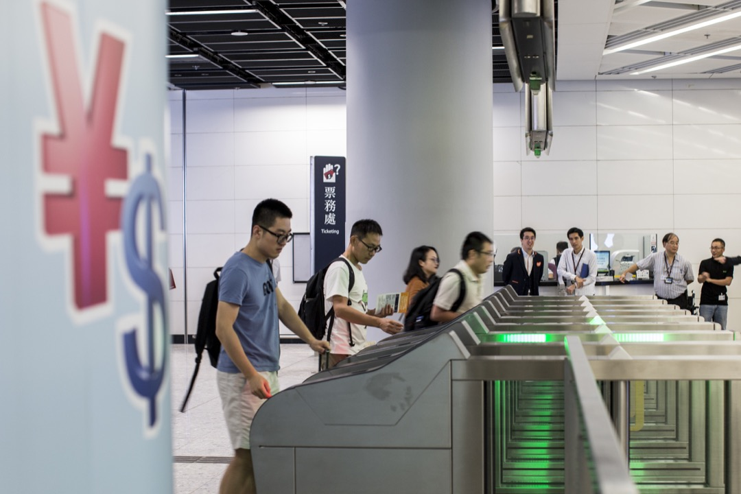 香港西九龍高鐵站,入境香港的閘口。