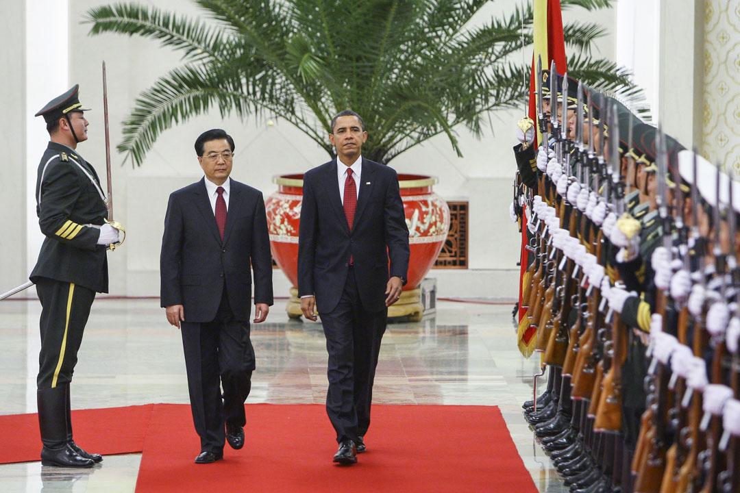 2009年11月17日,美國總統歐巴馬訪華,在北京人民大會堂與國家主席胡錦濤檢閱儀仗隊。
