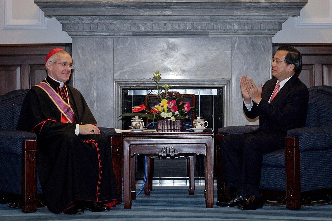 教廷是中華民國在歐洲唯一具有正式外交關係的國家,陳水扁、馬英九兩任總統都曾藉教廷走上國際舞台。圖為2005年11月25日,台灣總統陳水扁在台北與前梵蒂岡外交部長,教廷陶然樞機主教會晤。