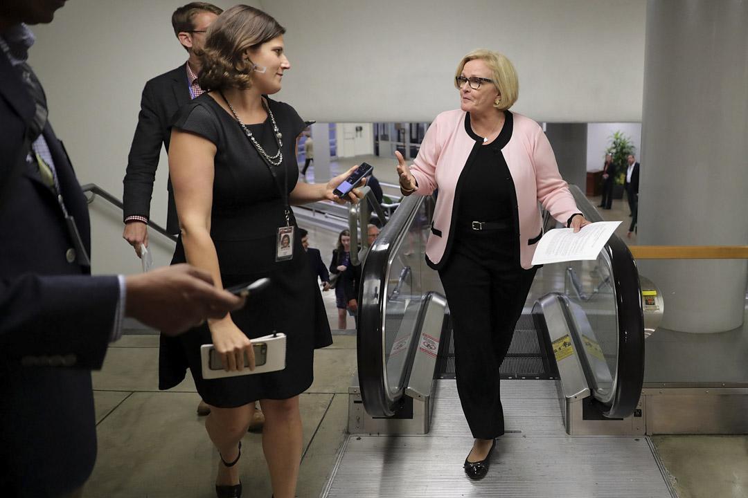 密蘇里州(Missouri)選舉中,民主黨籍參議員克萊爾·麥卡斯基(Claire McCaskill)在近期民調中一直緊咬着本該輕鬆領跑的霍利。