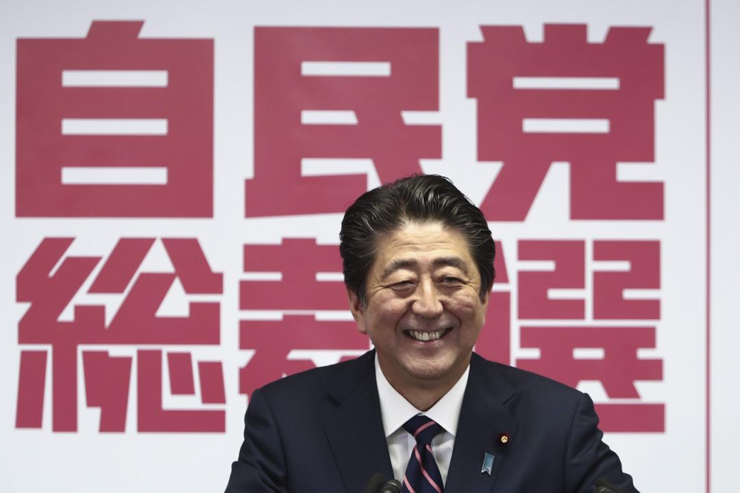 安倍晉三連任首相後,將在明年11月20日超過曾三度擔任首相的桂太郎,成為日本歷史上在職時間最長的首相(2887天)。