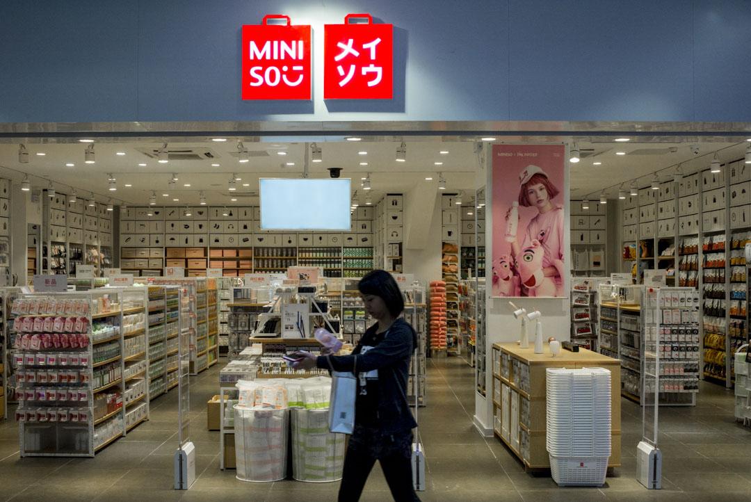 中國連鎖雜貨品牌名創優品宣布加入騰訊陣營,這個品牌於成立的四年間,已經開店2600多家。