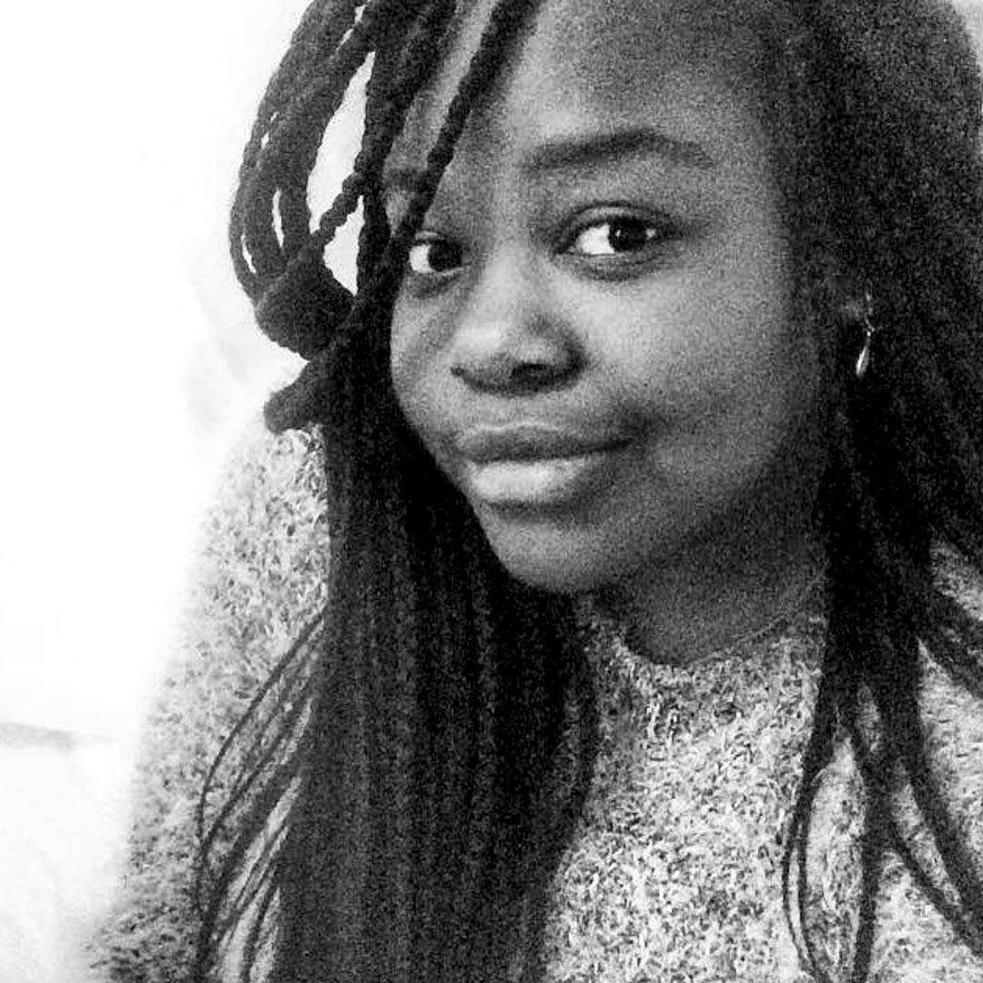 23歲的莫得萊納(Modelene Daniel)在海地出生,四歲半來到法國,跟養母卡特琳娜(Catherine Daniel)在法國小城奧爾良生活。