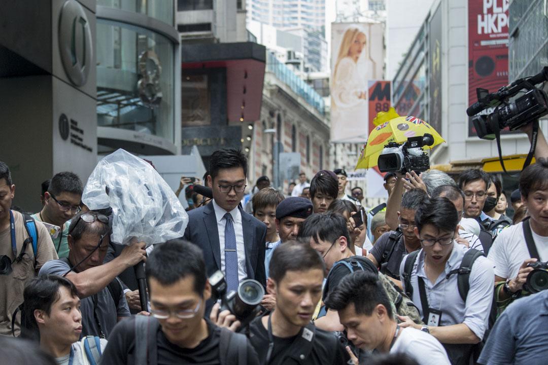 2018年8月14日,香港民族黨召集人陳浩天應邀到香港外國記者會(FCC)會址發表演講,離開時被大量記者追訪。