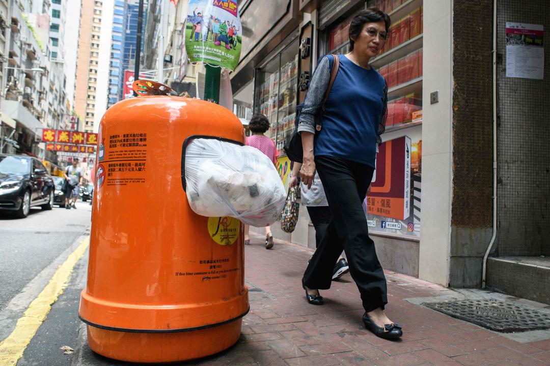香港環境局今天宣布計劃實施都市固體廢物徵費,預料最快於2020年底前實施。 攝:Anthony Wallace / AFP / Getty Images