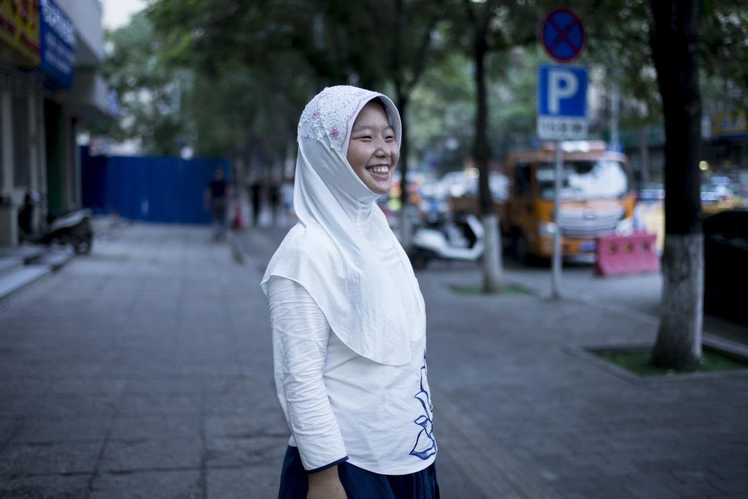 尹帆,13歲,來自河北,趁暑假到牛街探親。