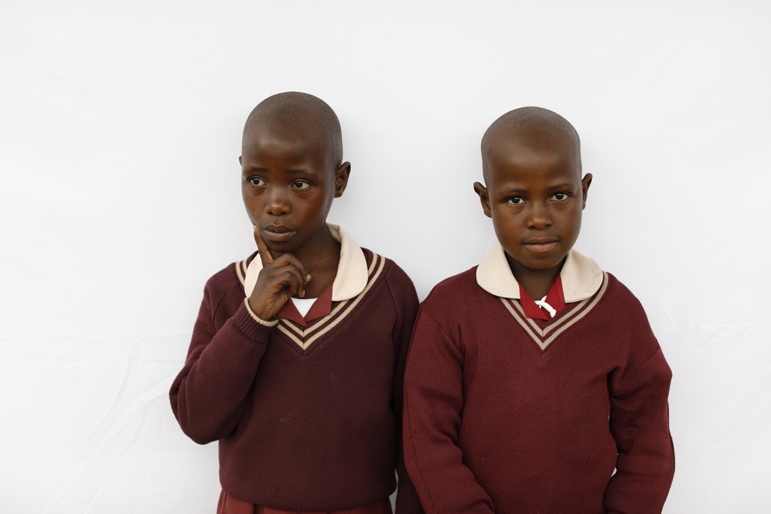 12歲雙胞胎Thabile和Thulile。