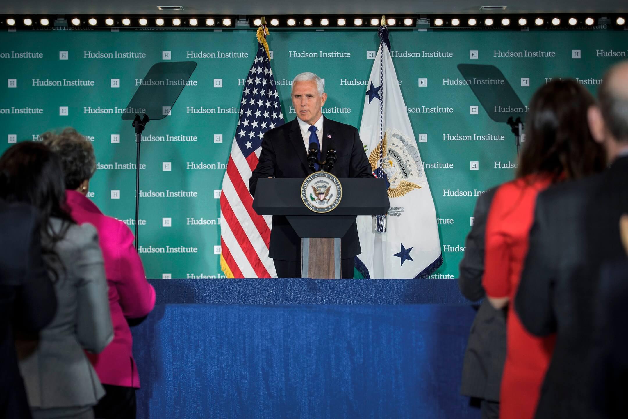2018年10月4日,美國副總統彭斯(Mike Pence)在哈德遜研究院發表針對中國的長篇演講,批判中國軍事、外交等多項政策。  攝:Jim Watson/AFP/Getty Images
