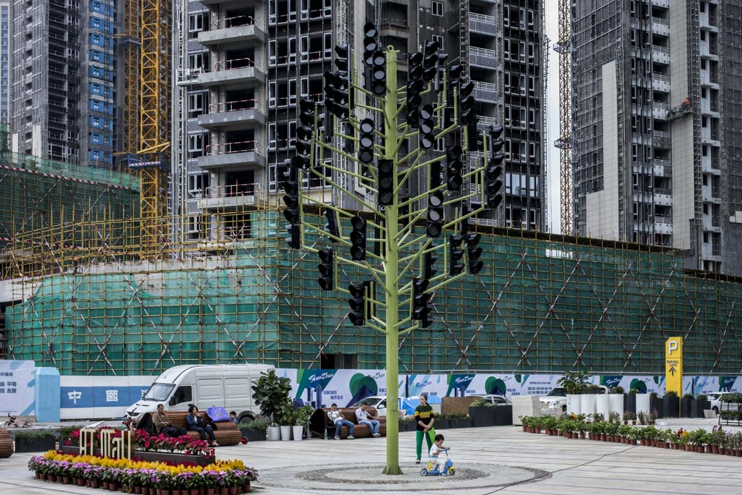 2018年前8個月,商品房銷售面積突破10億平方米,創下歷史同期紀錄,在國家嚴控房價的政策下,一二線城市的房價漲幅仍然很大,同比增長8%。圖為深圳一間興建中的樓盤。