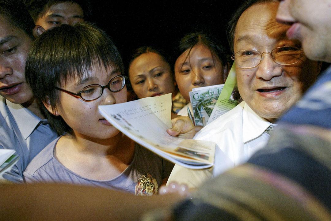 2003年7月25日,金庸就創辦《金庸茶館》雜誌在杭州劇院舉行演講會。