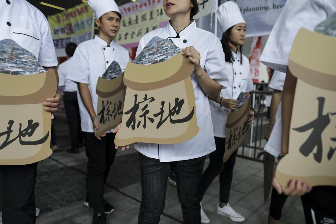 2018年10月10日,立法會門外有民間團體示威,要求發展棕地。