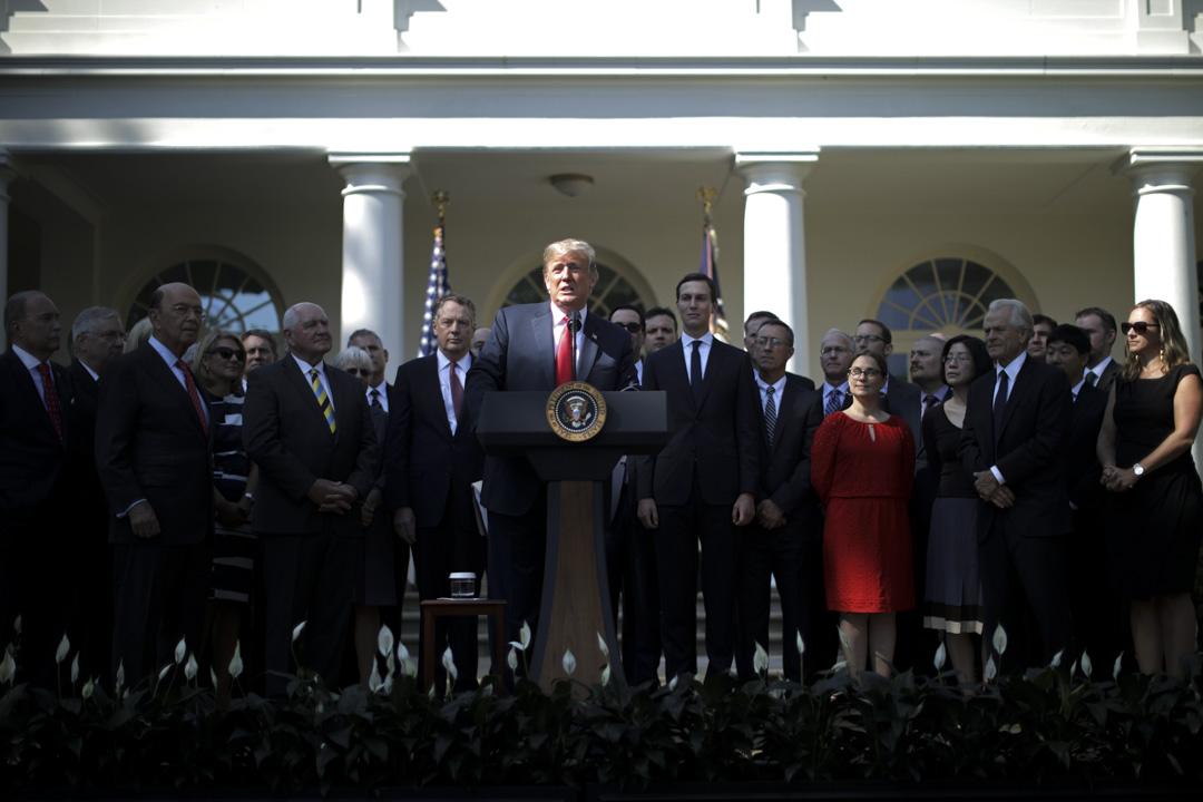 2018年10月1日,美國與加拿大談成新版北美自由貿易協定(NAFTA),名稱可望改為美國─墨西哥─加拿大協定(USMCA),維繫美、加與墨西哥三國自由貿易區架構。