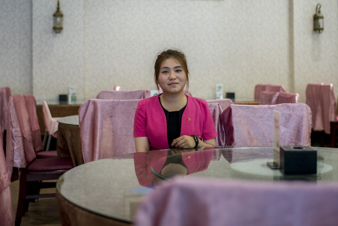 馬玲,19歲,來自寧夏,在牛街一間餐廳做領位員。